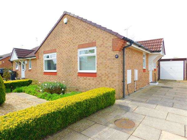 2 Bedrooms Bungalow for sale in Whitethorn Drive, Stockbridge Village