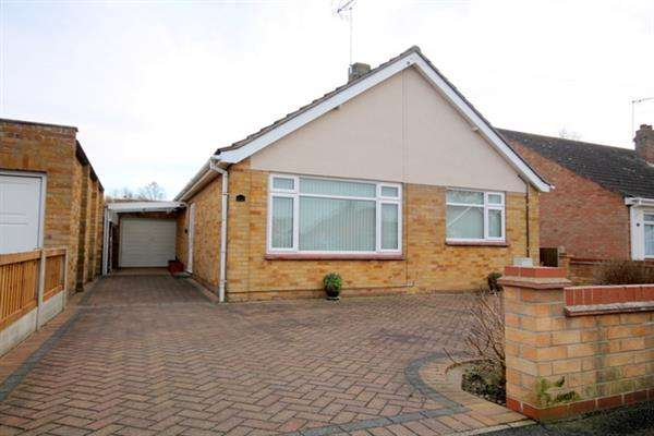 2 Bedrooms Bungalow for sale in Peartree Way, Little Clacton