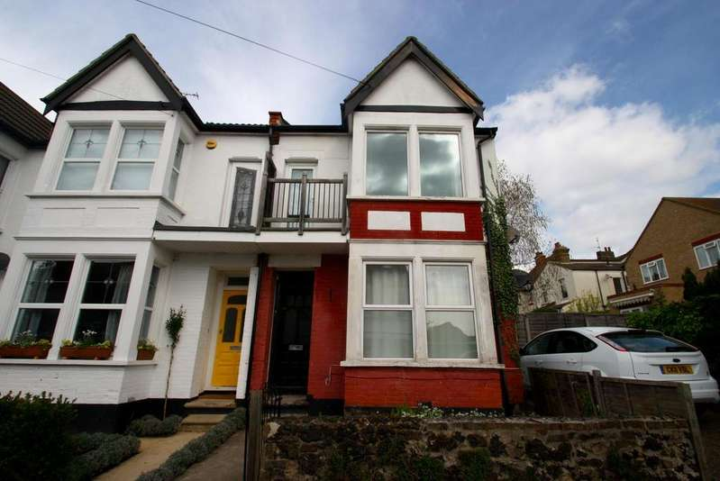 1 Bedroom Flat for sale in Glen Road, Leigh-On-Sea