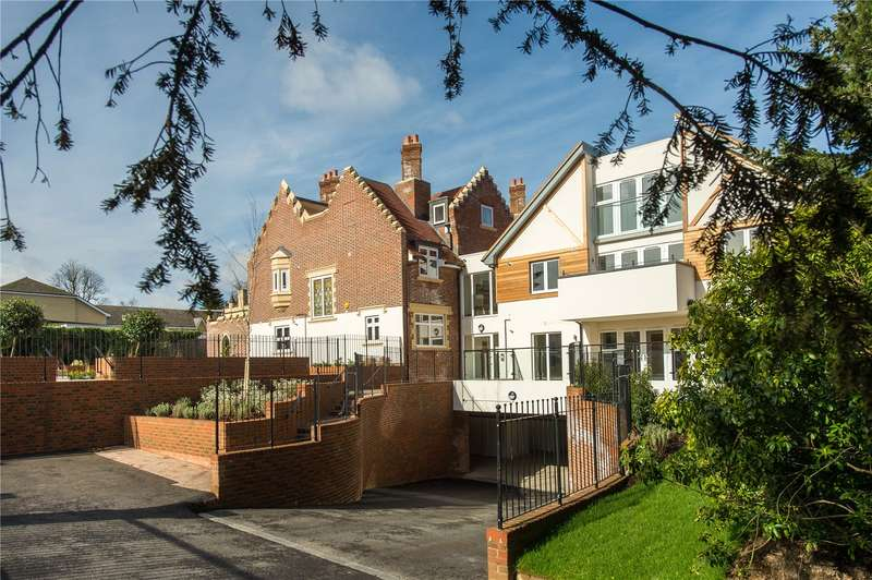 2 Bedrooms Flat for sale in Scholars Place, South Park Drive, Gerrards Cross, Buckinghamshire, SL9