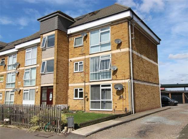2 Bedrooms Flat for sale in Amanda Court, Edward Way, Ashford, Surrey