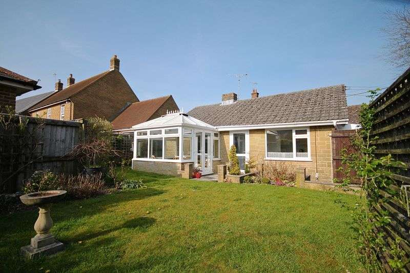 2 Bedrooms Detached Bungalow for sale in Maiden Newton, Dorchester, DT2