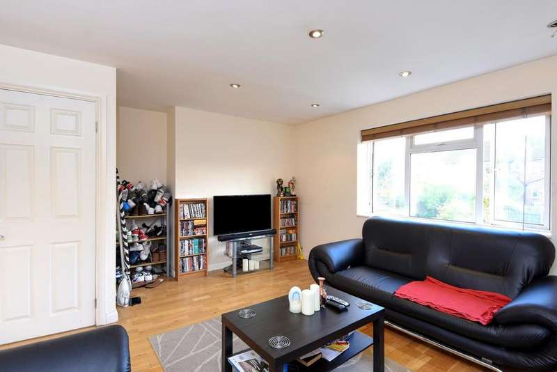 2 Bedrooms Maisonette Flat for sale in Stanley Road, Muswell Hill, N10