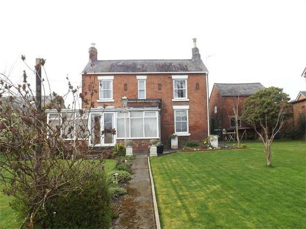3 Bedrooms Detached House for sale in Mount Street, Rhostyllen, Wrexham