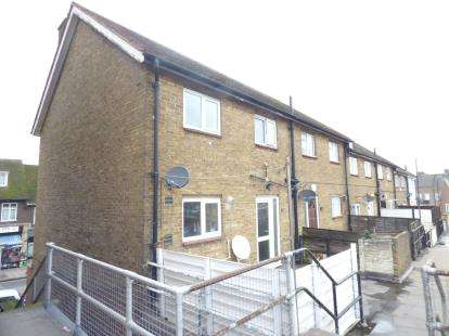 3 Bedrooms Flat for sale in Hornchurch