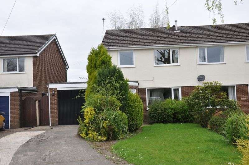 4 Bedrooms Semi Detached House for sale in Enfield Close, Chorley
