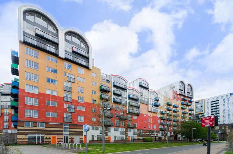 2 Bedrooms Flat for sale in Mudlarks Boulevard, Greenwich Millennium Village, SE10