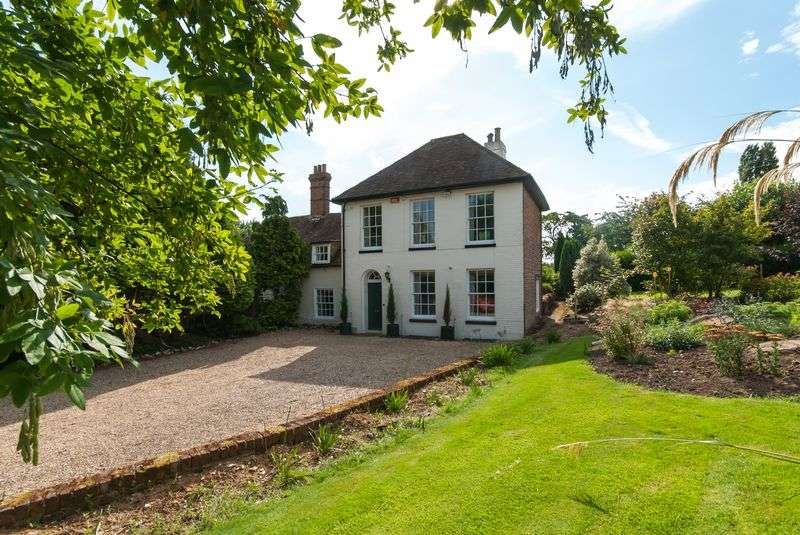 4 Bedrooms Detached House for sale in Nackington, Canterbury