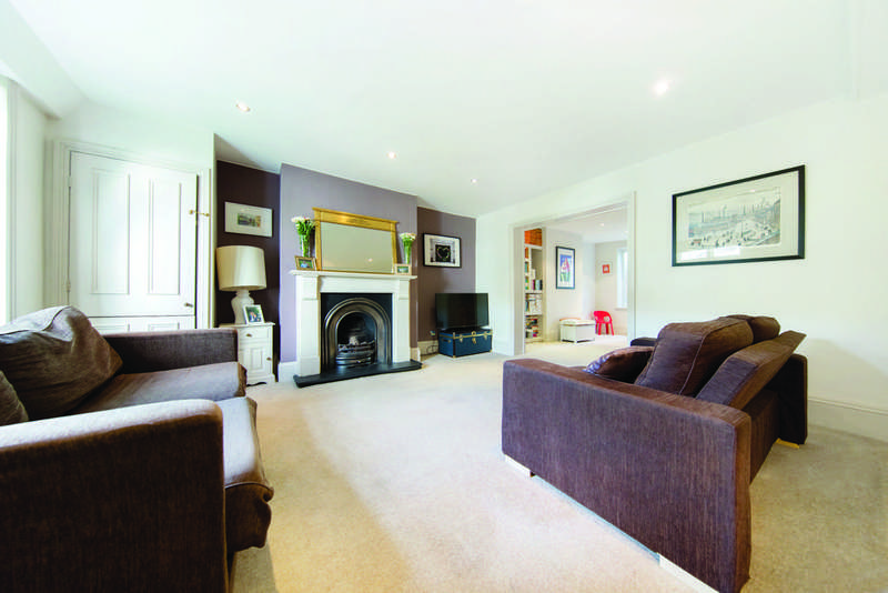 2 Bedrooms Flat for sale in Drewstead Road, SW16