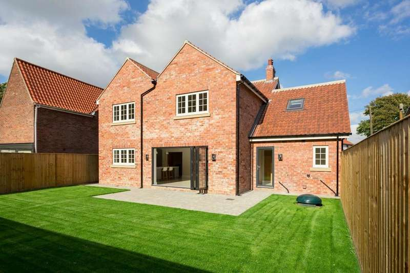 4 Bedrooms Detached House for sale in Helmsley Road, Amotherby, Malton