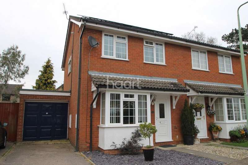 3 Bedrooms Semi Detached House for sale in Oxer Close, Elmswell