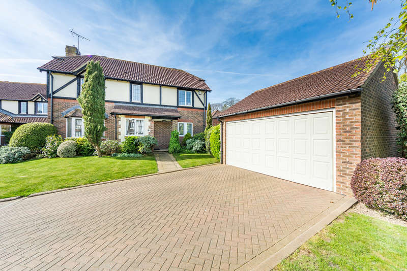 4 Bedrooms Detached House for sale in Barwick Close, Rustington