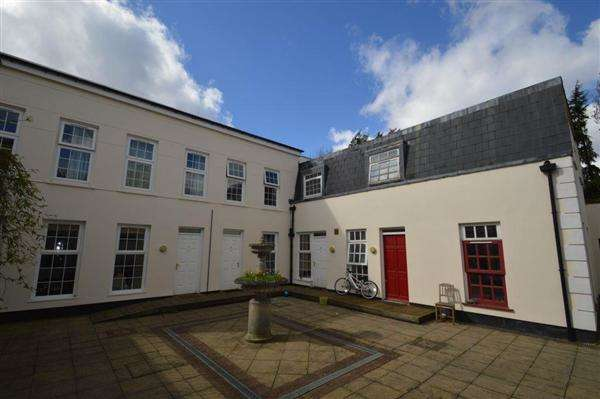 2 Bedrooms Mews House for sale in Monterey Close, London