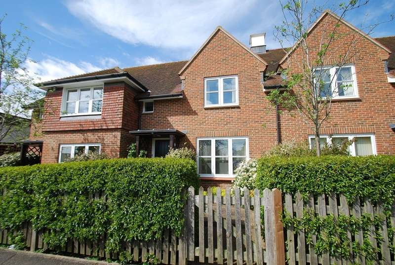 2 Bedrooms Terraced House for sale in St Mary's Court, Malthouse Square, Beaconsfield, HP9