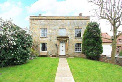 6 Bedrooms House for sale in Grove Farm Close, Brimington, Chesterfield, Derbyshire