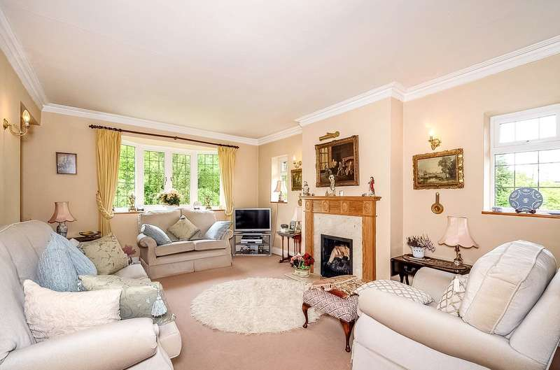 2 Bedrooms Maisonette Flat for sale in Rectory Close, Stanmore, Middlesex, HA7