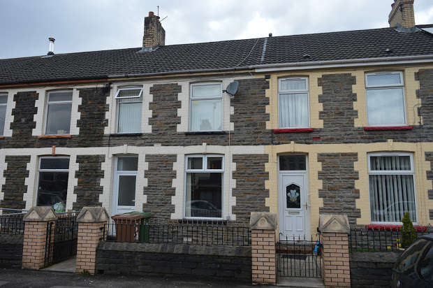 2 Bedrooms Terraced House for sale in Wingfield Crescent, Llanbradach, Caerphilly, CF83