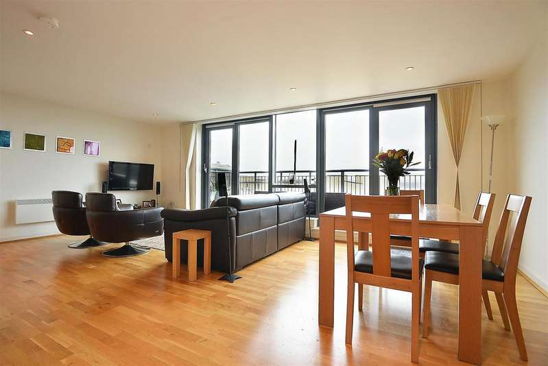 2 Bedrooms Penthouse Flat for sale in Independence House, Colliers Wood, SW19