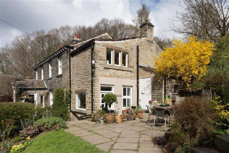 3 Bedrooms Cottage House for sale in Penistone Road, Kirkburton, Huddersfield, HD8