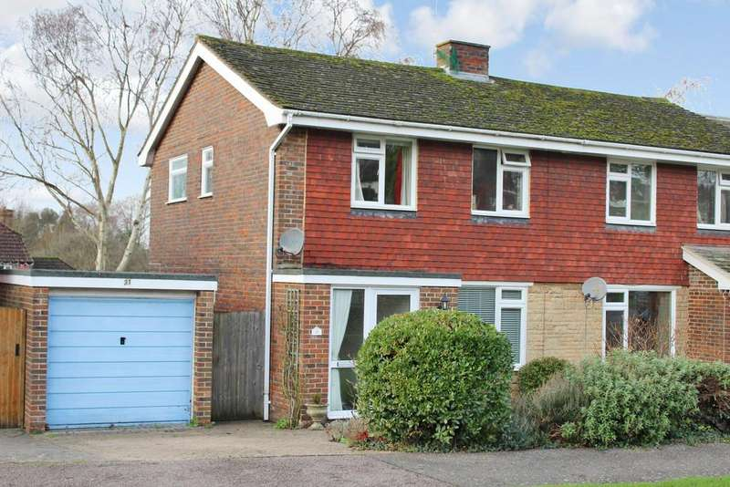 3 Bedrooms Semi Detached House for sale in Hawthorn Way, Storrington