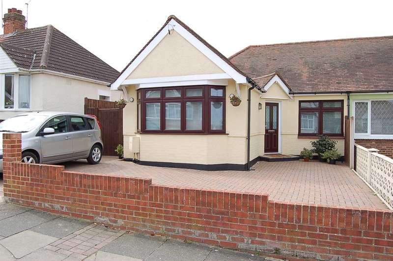 3 Bedrooms Bungalow for sale in Stewart Road, Chelmsford
