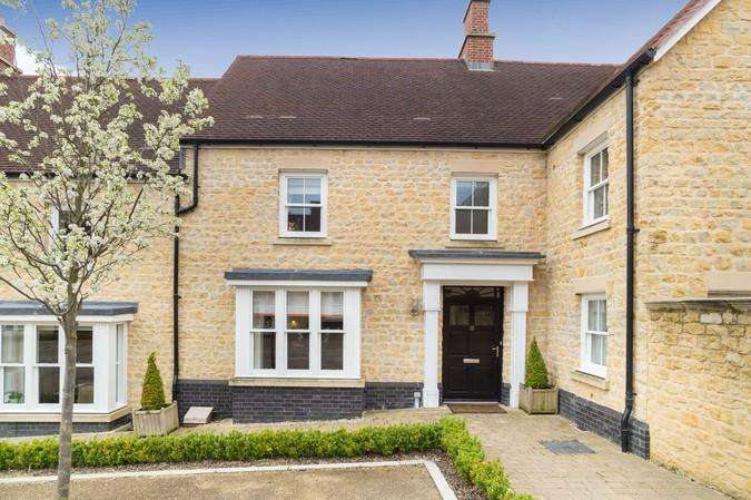 3 Bedrooms Terraced House for sale in Portman Square, Sherborne