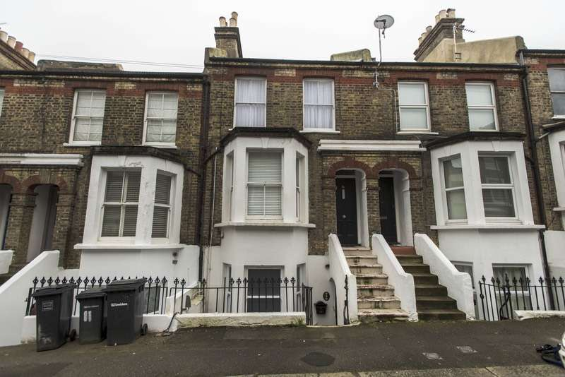 2 Bedrooms Flat for sale in Fransfield Grove, London, London, SE26