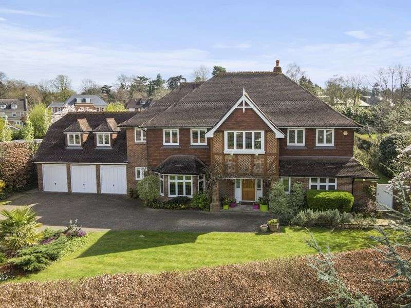 5 Bedrooms Detached House for sale in Oxshott Rise, Cobham