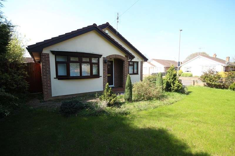 2 Bedrooms Detached Bungalow for sale in West Avenue, Three Legged Cross, Wimborne