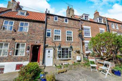 2 Bedrooms Terraced House for sale in Clarks Yard, Church Street, Whitby, North Yorkshire