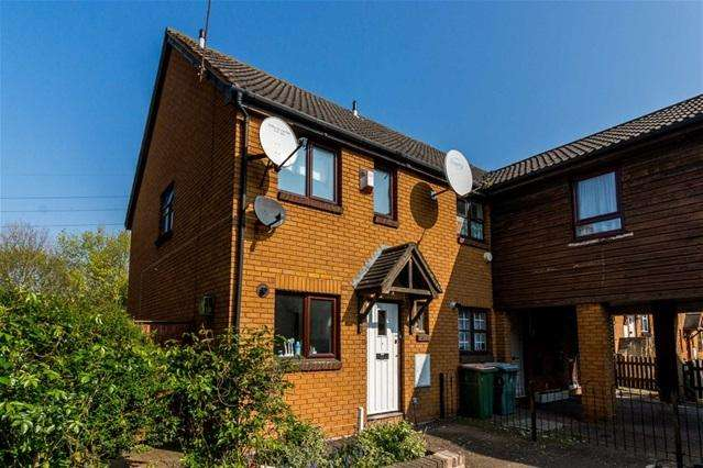 3 Bedrooms Semi Detached House for sale in Goose Square, Beckton