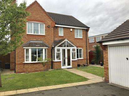 4 Bedrooms Detached House for sale in Knights Close, Willenhall, West Midlands