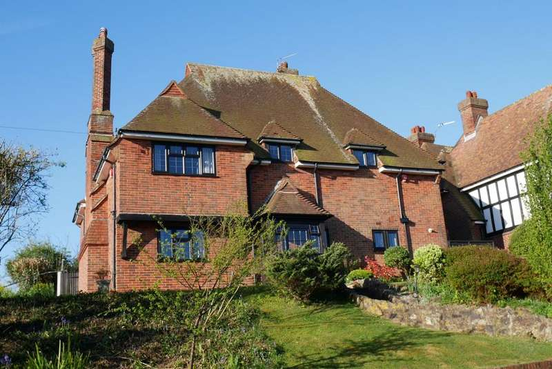 5 Bedrooms Detached House for sale in Carew Road, Eastbourne, BN21