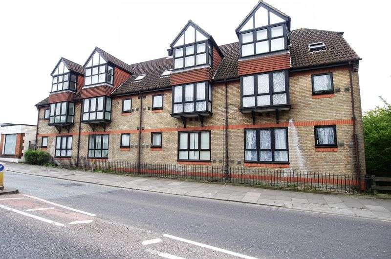 2 Bedrooms Flat for sale in Pilgrims Close, London