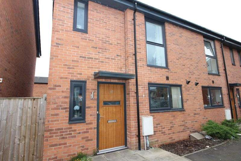 2 Bedrooms Terraced House for sale in Kershaw Street, Bury BL9