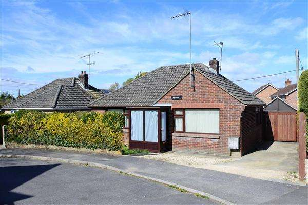 2 Bedrooms Bungalow for sale in Malvern, Pound Lane, Gillingham