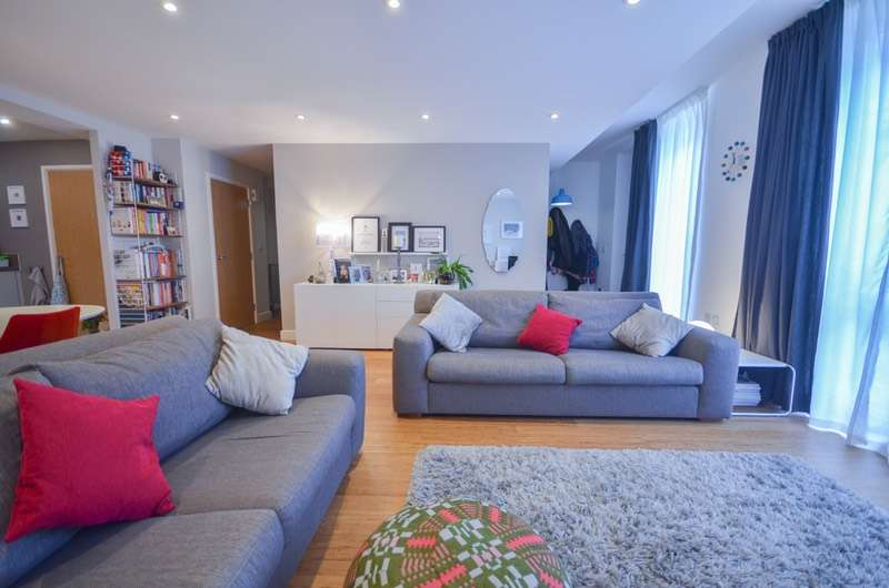 3 Bedrooms Apartment Flat for sale in Roseberry Place, Hackney, London, E8