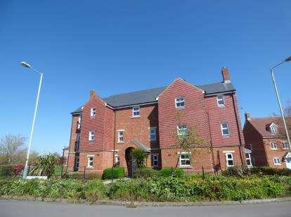 2 Bedrooms Flat for sale in Queen Elizabeth Drive, Taw Hill, Swindon, Wiltshire