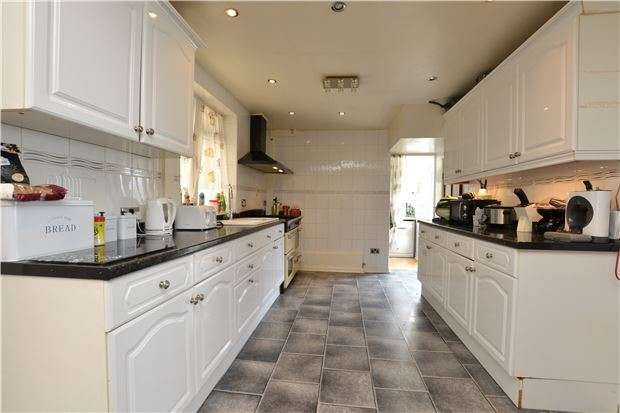 3 Bedrooms End Of Terrace House for sale in Dorian Close, Horfield, Bristol, BS7 0XP
