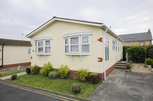 2 Bedrooms Park Home Mobile Home for sale in Cerne Villa, Weymouth