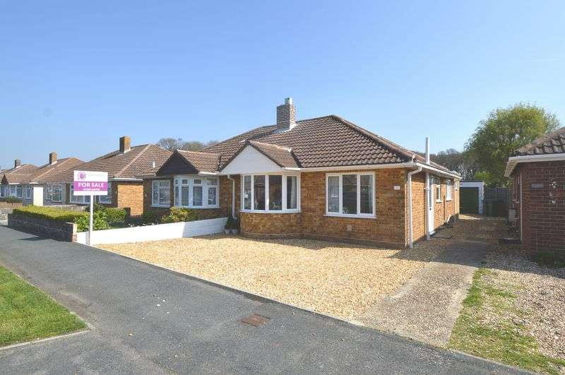2 Bedrooms Semi Detached Bungalow for sale in Queens Crescent, Stubbington, Fareham