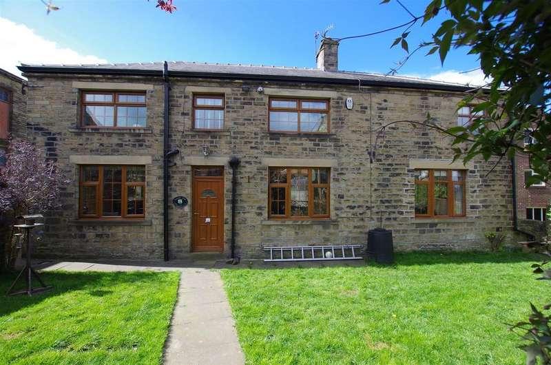 4 Bedrooms Detached House for sale in Hullen Edge Lane, Elland