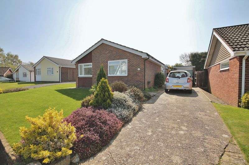 3 Bedrooms Detached Bungalow for sale in Denshire Drive, Storrington
