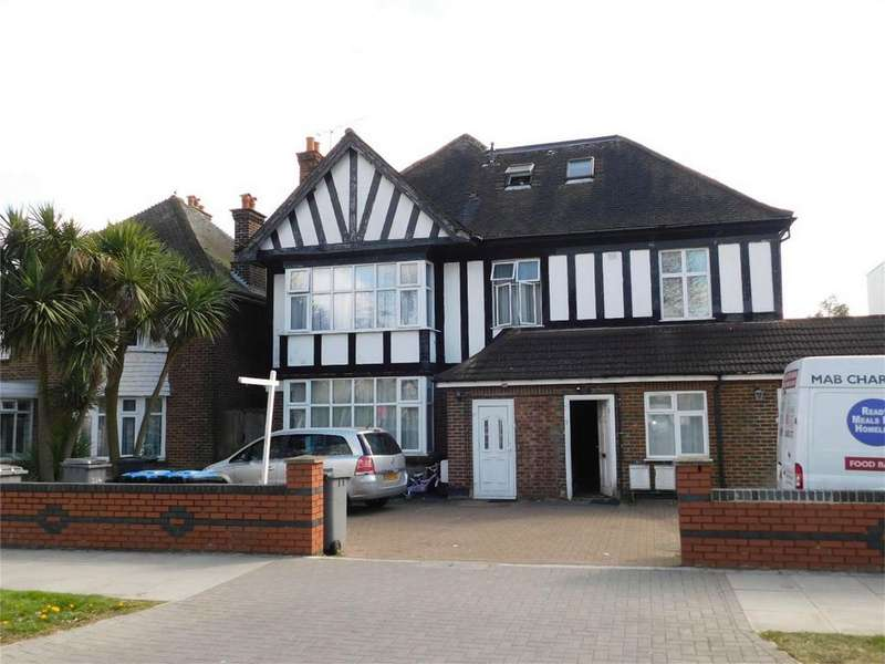 2 Bedrooms Flat for sale in Flat 3 Harrowdene Road, Wembley, Greater London