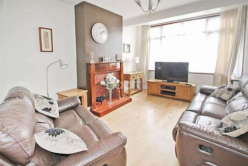 3 Bedrooms End Of Terrace House for sale in Crow Lane, Romford