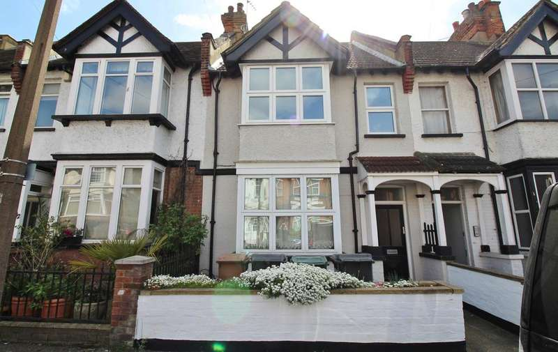 2 Bedrooms Flat for sale in Woodland Road, North Chingford E4