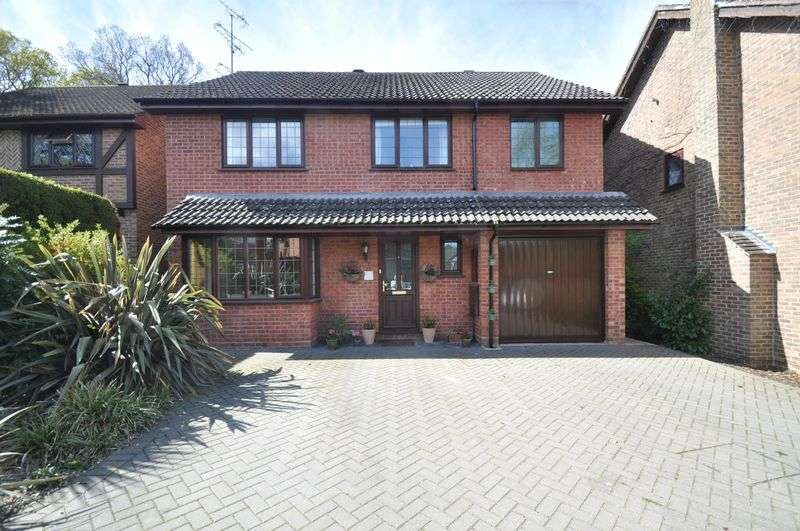4 Bedrooms Detached House for sale in Polmear Close, Church Crookham, Fleet