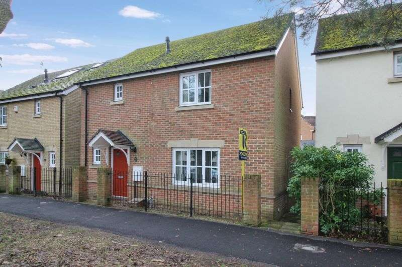 3 Bedrooms Detached House for sale in Ifield Green, Crawley