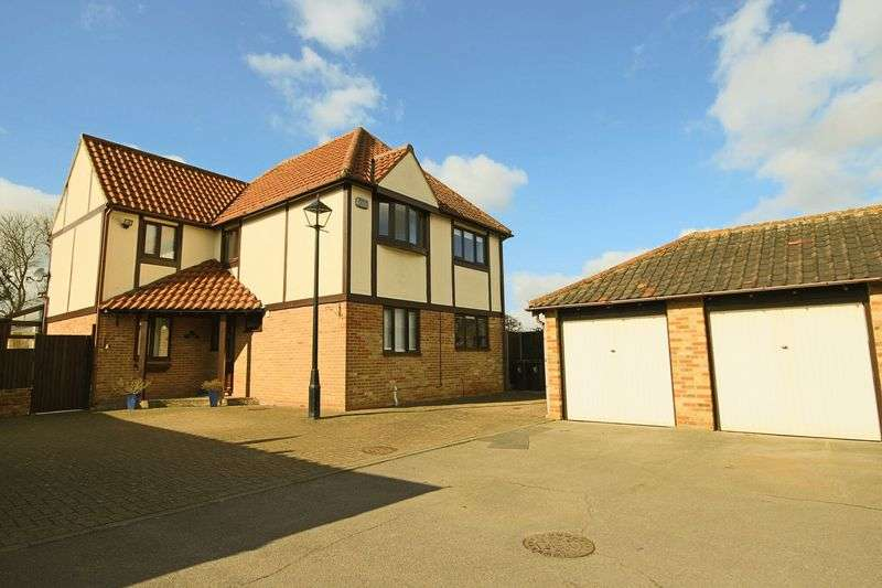 4 Bedrooms Detached House for sale in Smiths Court, Epping CM16