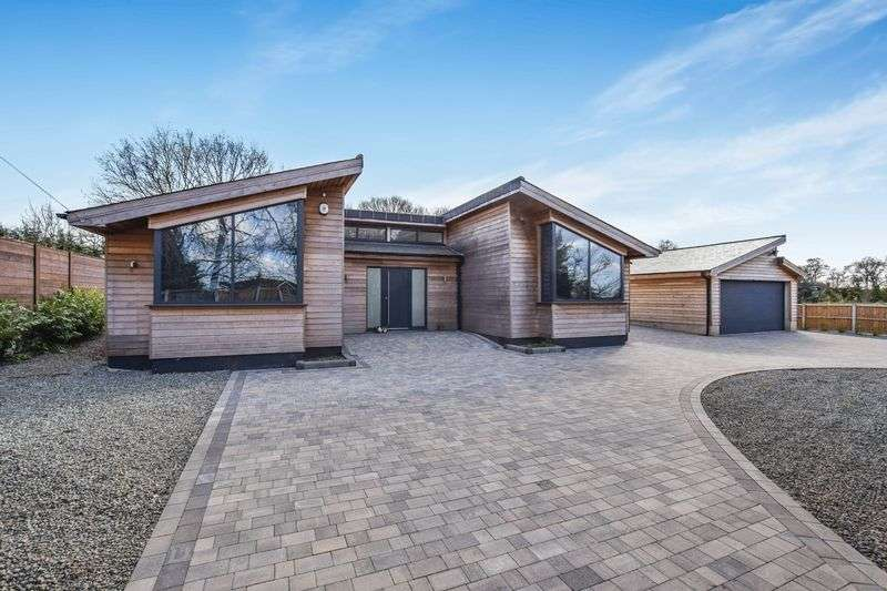 3 Bedrooms Detached Bungalow for sale in Robinson Road, Horndon On The Hill